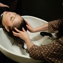 Hair root active anti-aging head spa + blow | Ginza beauty salon SWIP (Suwippu) | Last-minute booking service Popcorn