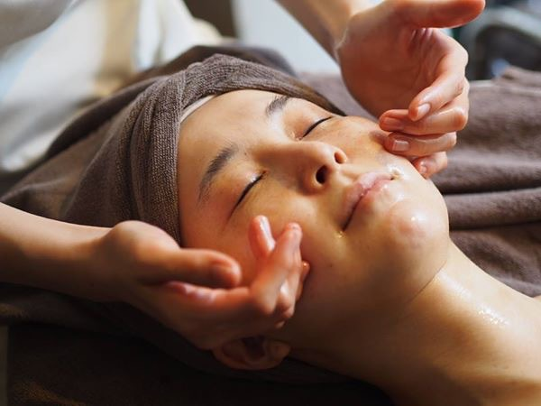 [New / woman limited] facial and decollete Treatment + pore cleaning 60 minutes course ◆ pores, dullness, sagging