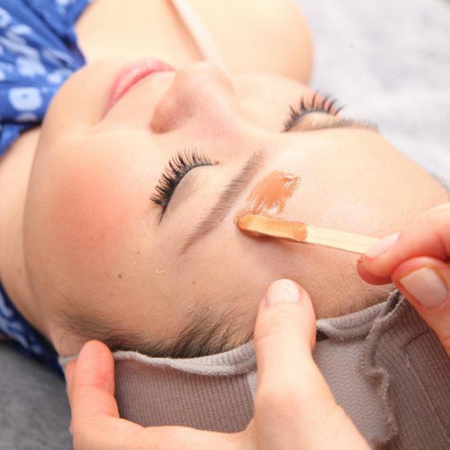 【女性専用】唇上のうぶ毛ワックス脱毛 | Nua 広尾店 | 当日予約・直前予約 ポップコーン