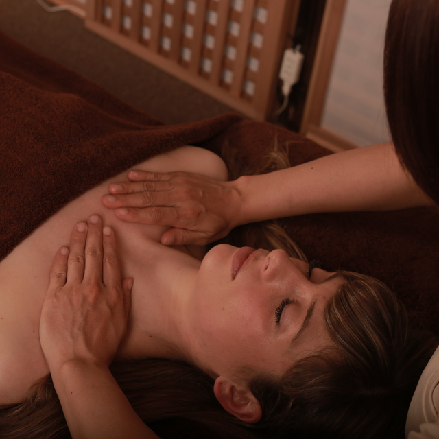 美容鍼灸+デコルテマッサージ (70分) facial acupuncture and decollete massage (70min)