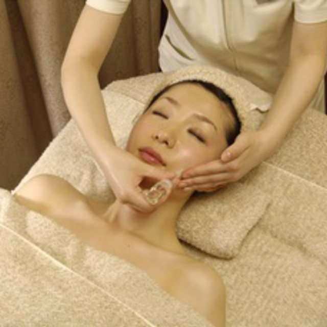 Haritsuya was UP with anti-aging ♪ ◇ completely private room ◇ Placenta Facial 90 minutes ☆ | Esthetic Ray bis Ginza | Last-minute booking service Popcorn