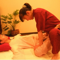 [First & Popcorn limited] Traditional Thai Massage 60 minutes + pelvis correction 30 minutes ☆ | Traditional Thai massage Nuwaboran Chai (Chai) | Last-minute booking service Popcorn