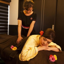 Both men and women !! 60 minutes systemic Body Care ★ with herbal foot bath ★ refreshing eliminate ♪ the daily fatigue | Karasuran (Oulins) Ginza store | Last-minute booking service Popcorn