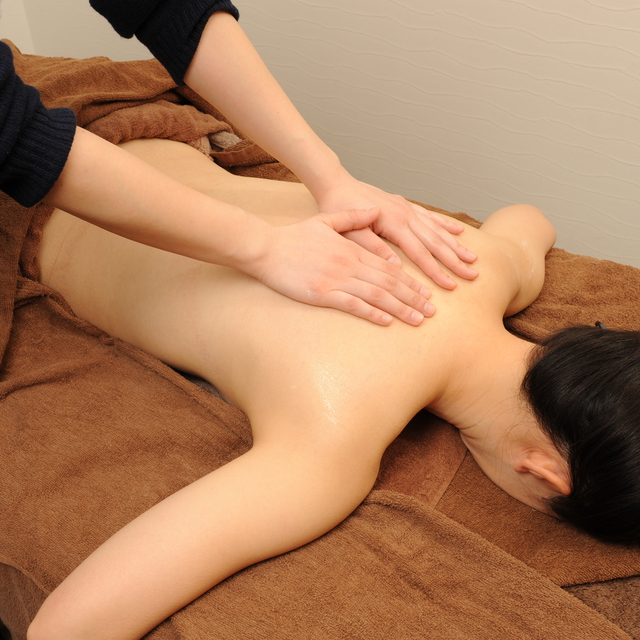 [New / 60-minute course] small face improvement + back Aroma Treatment + loosen back ◆ to it is painful shoulder stiffness, lower back pain | Pace GINZA (Pace Ginza) | Last-minute booking service Popcorn