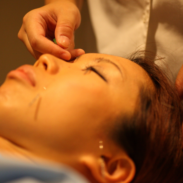 "Beauty acupuncture (with facial massage) small face course ""pair Reservation is ♪ from the telephone inquiry button"" 