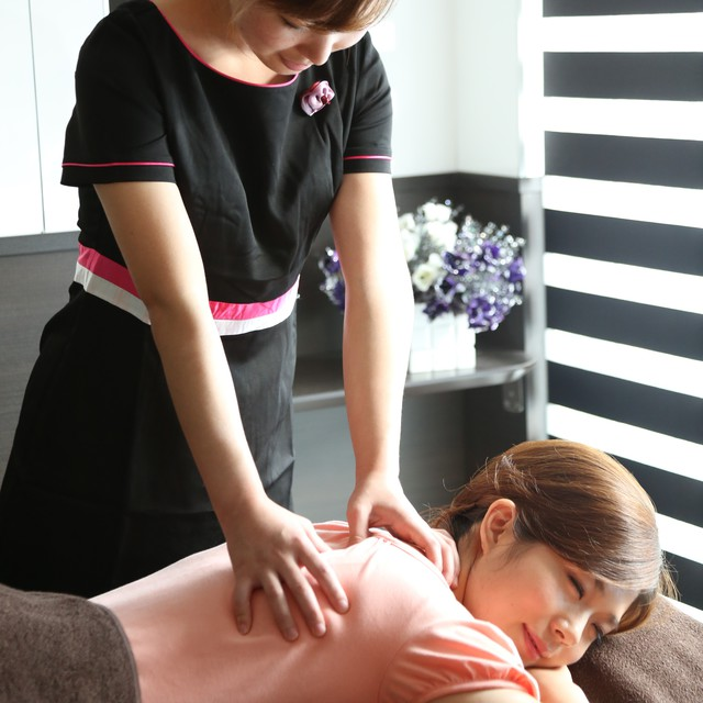 [Manipulative] 90-minute whole body body care or manipulative, pushing 40 minutes + foot reflexology 40 minutes + 10 minutes head | Karasuran (Oulins) Ginza store | Last-minute booking service Popcorn