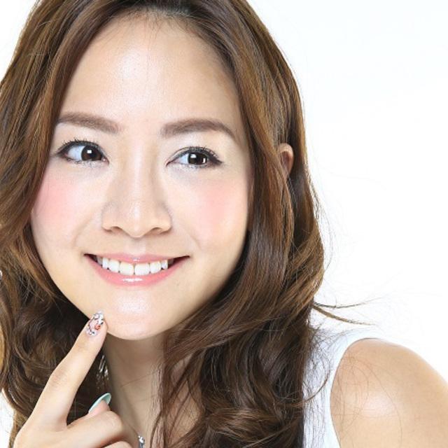 輝く白い歯と素敵な笑顔で写真を撮りたい!頭蓋骨小顔矯正+美歯く(LED照射8分×2) 60分 ¥9500→5500 | 美容整体サロンCOCOBODY(ココボディ) | 当日予約・直前予約 ポップコーン