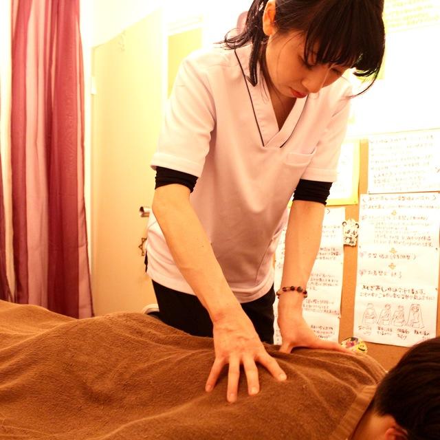 揉んでも、押しても、流してもダメだった肩こり・背中痛を解消!全身骨矯正60分