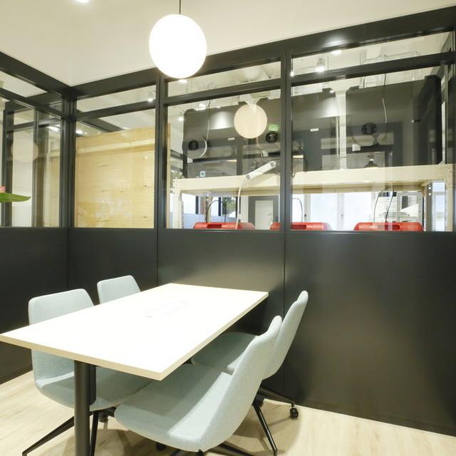 会議室(meeting room) (60 分 1,500 円)