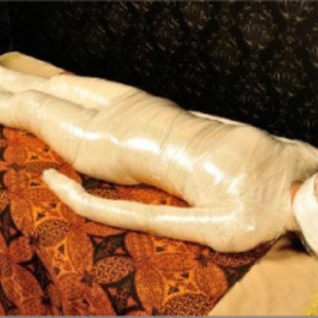 ミイラ痩身・美肌 ・究極毒出しデトックス・骨盤矯正★ロイヤルハーブデトックスラップ顔なし(初回限定)