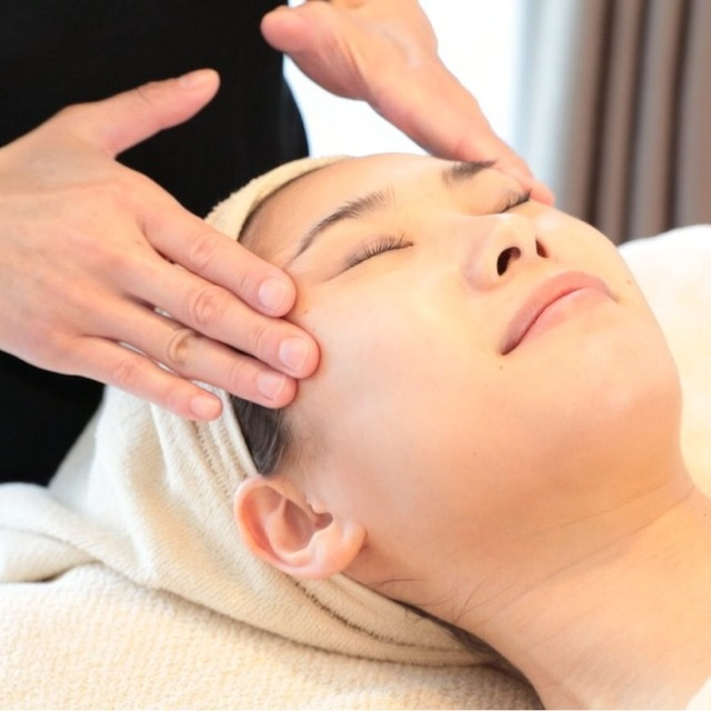 Small face lift up facial | kunistyle (Kuni style) Ginza store | Last-minute booking service Popcorn
