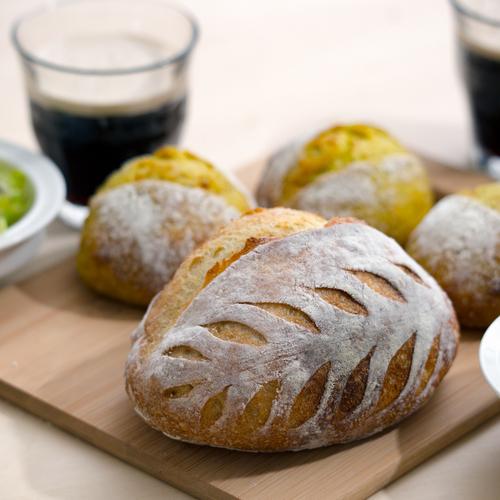 黒ビール酵母!デコカンパーニュ&スパイスオニオン、自家製ザワークラウト