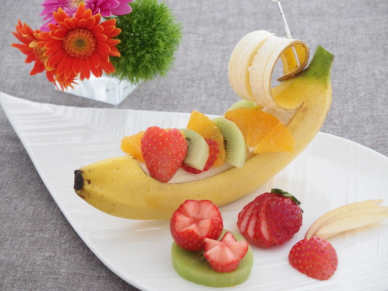 暮らしに役立つフルーツの切り方 苺とバナナ