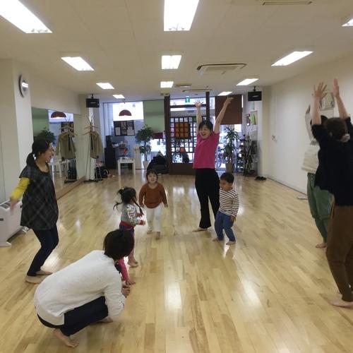 ママキッズ(音楽遊び&親子体操とダンス教室)