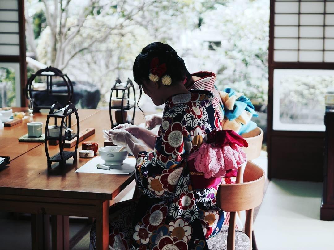 お庭を眺めながら作る「いとをかし香」手作り体験〜空薫・お抹茶体験付き〜