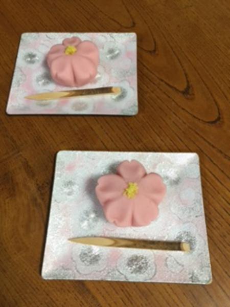 桜の和菓子とインドのチャイ