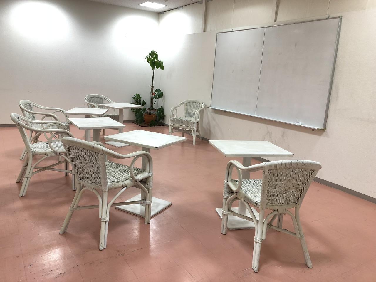 ワークショップ利用に最適な会議室203【30分1500円、30㎡:~6名】