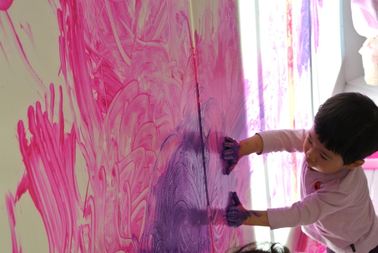 [2歳] 全身でペイント!Baby FREELY☆Shapes(形) 3月