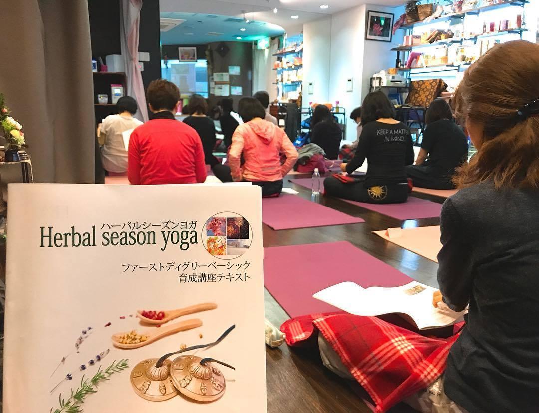 初級・Herbal season yogaⓇ(ハーバルシーズンヨガⓇ)養成講座&スキルアップ勉強会