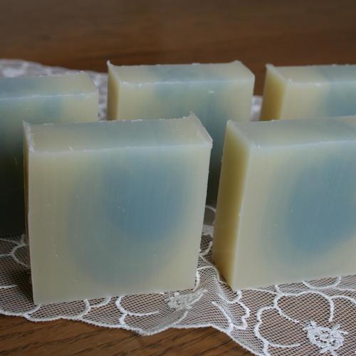 本格手作り石鹸〜ほんわりブルーの石鹸を作る