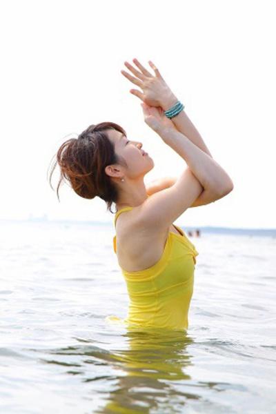 ぽかぽかモーニングヨガ(第2・4日曜日)清水鮎美先生