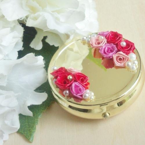 紙で作るバラ「ロザフィ」(栗原市若柳)