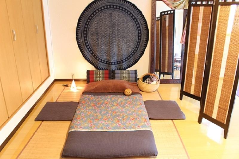 タイ古式マッサージなどの施術、体験レッスン、ヨガレッスンの予約(7月は体験レッスンでミニプレゼント付き)