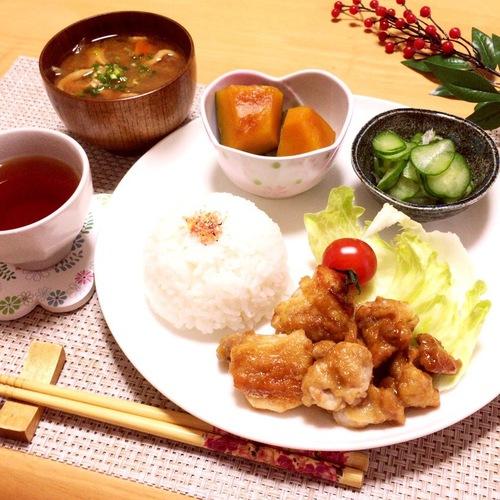 照り焼きチキン・きゅうりの酢の物・かぼちゃ煮・いりこ出汁でお味噌汁