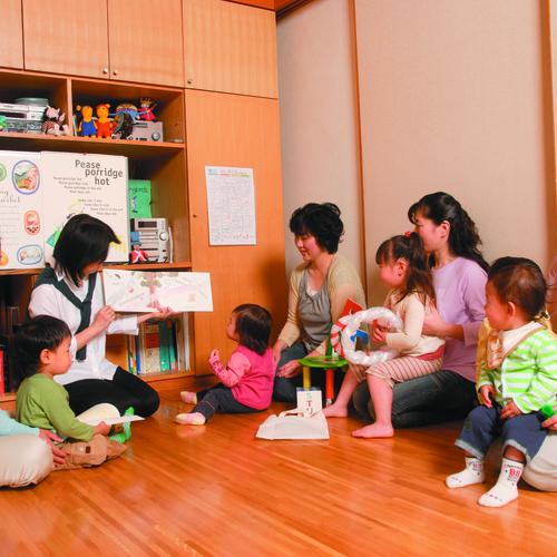 ☆8月☆ママとあそぼ!英語で遊ぼう~親子で楽しむ英語のわらべ歌とおはなし
