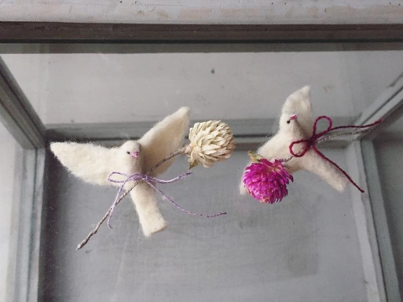 【9/2(土)、3(日)torikomono「羊毛フェルトでつくる白い飛ぶ鳥のブローチ」at soel】