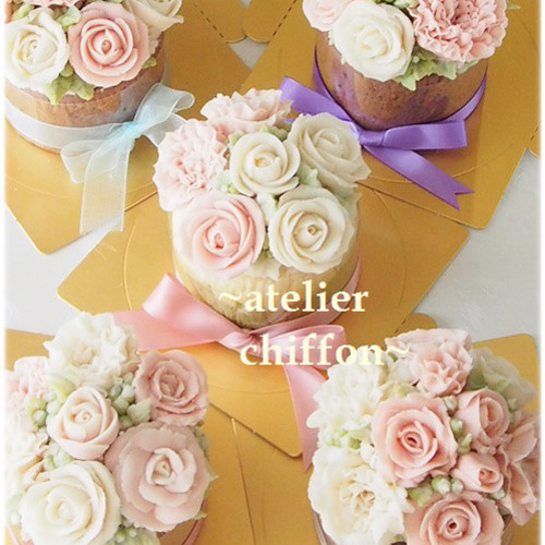 <バラとカーネーションのドームケーキ>*あんクリーム(あんフラワー)デコレーション
