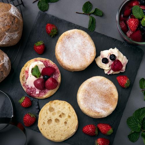 自家製レモン酵母パン!ノンオイル高加水イングリッシュマフィン、ブルーベリーとホワイトチョコ&フルーツコンポート