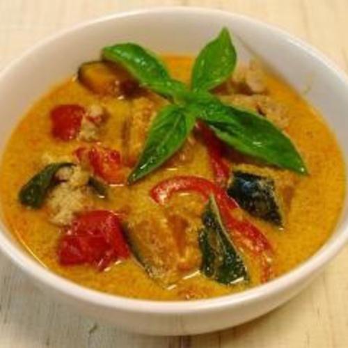 暑い季節にぴったり!タイ料理  海老のレッドカレーを作る!