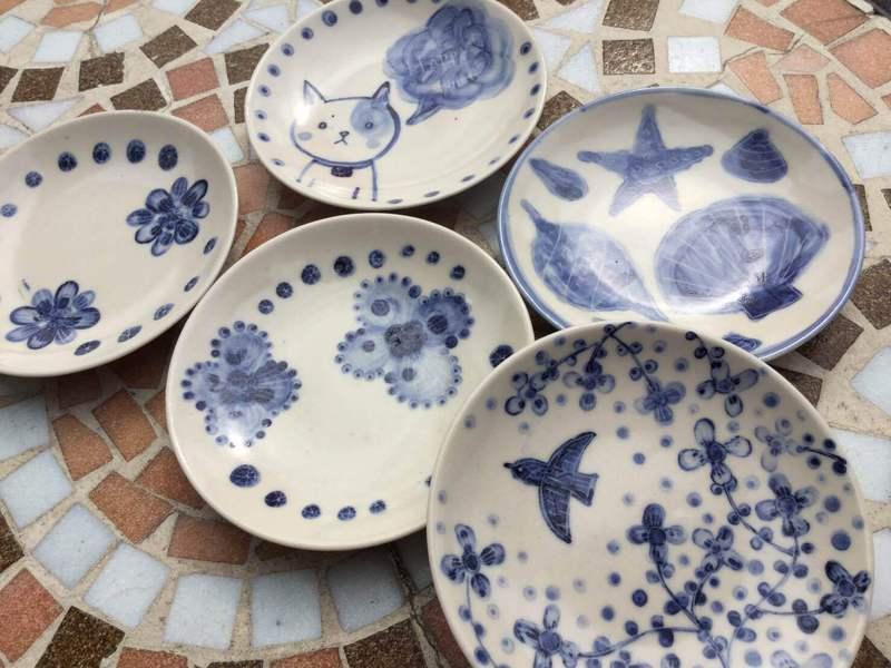 絵付け体験~春のブルー小皿