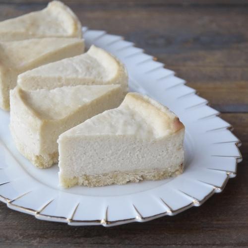 【 卵・小麦なしのNYチーズケーキ & 白ごまのブランマンジェ】