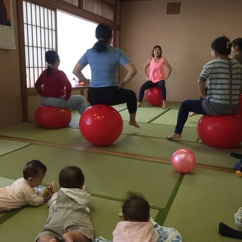 【平山交流センター】子連れママからシニアの方まで 老若男女 誰でもOK! バランスボールエクササイズ