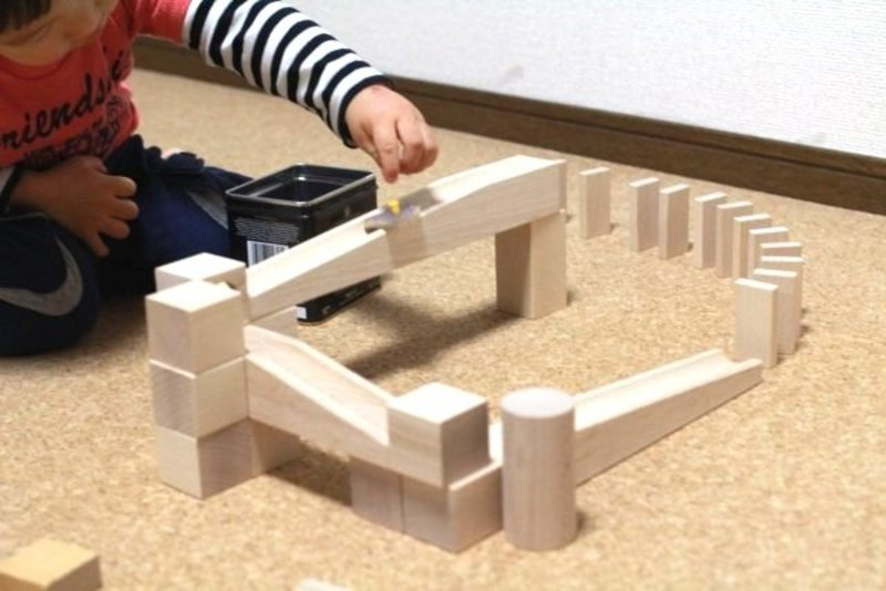 積み木や磁石で作ろう!  ピタゴラスイッチ