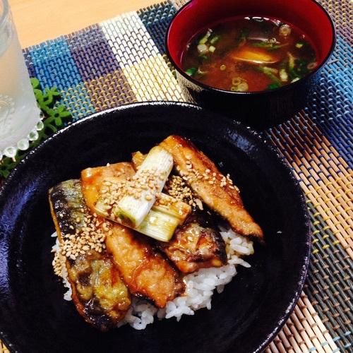 初めて魚を捌く!さんまの蒲焼き丼・あさりの味噌汁・トマトゼリー