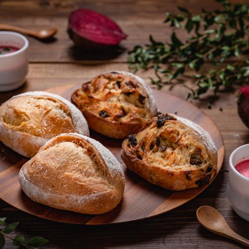 自家製酵母パン!魅惑のビーツパン&ラムレーズンのシュガートップ、ビーツのスープ