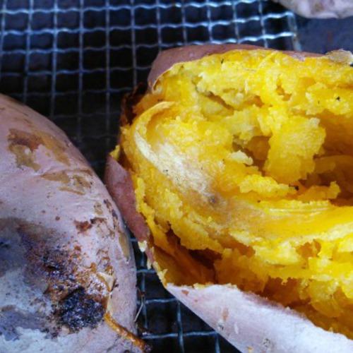 焼き芋やお団子を食べながら、農家とおしゃべり