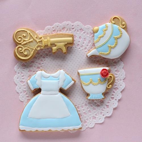 不思議の国のアリスのアイシングクッキーを作ろう