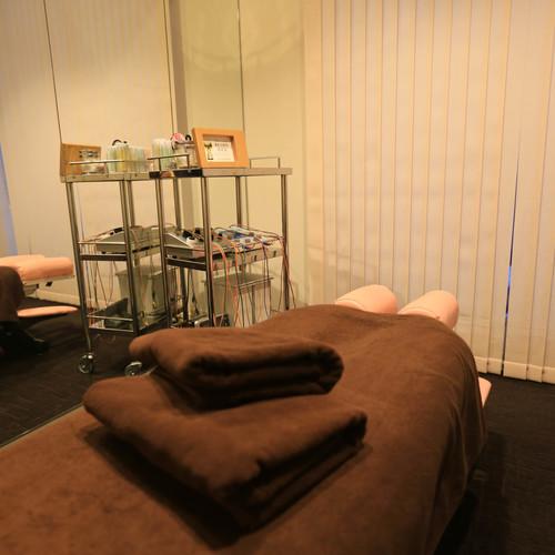 KOKOKARA Tachikawa Kitaguchi store | State qualification holder performs treatment