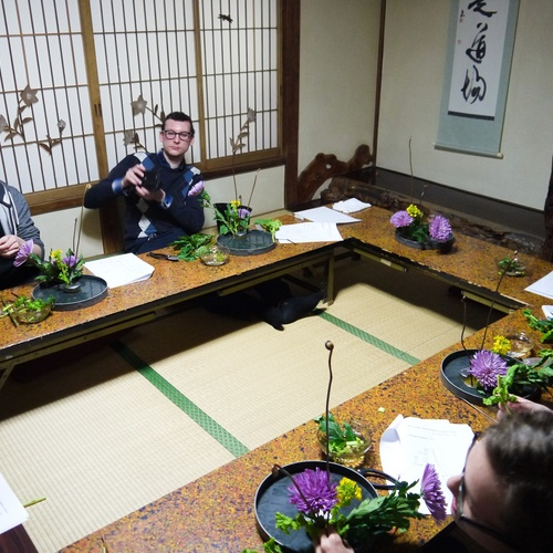 Fun Ikebana Experience at Ryokan for 75 mins