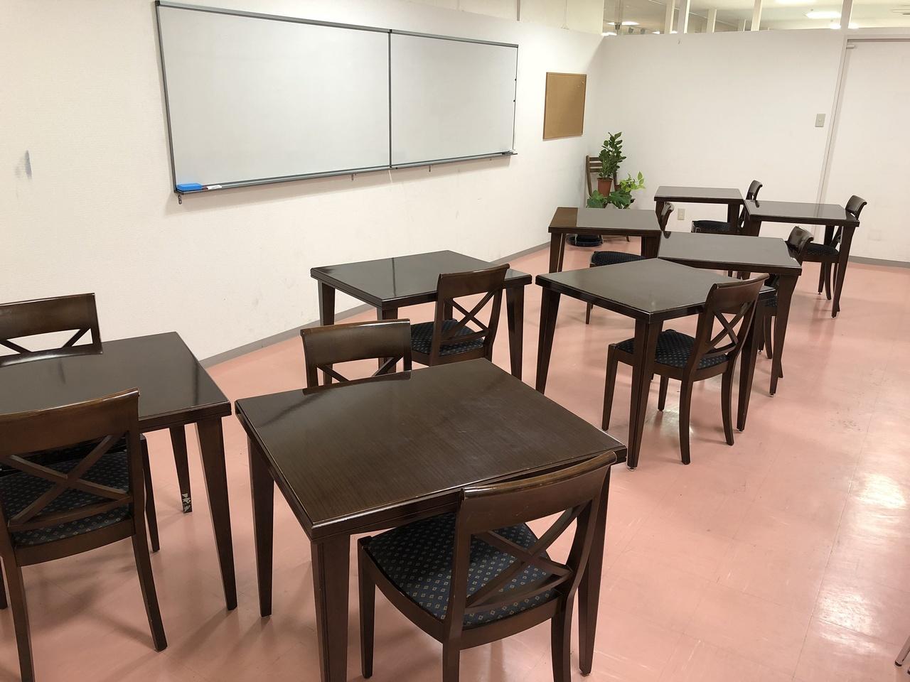レイアウトが自由な会議室204【30分1500円、30㎡:~15名】