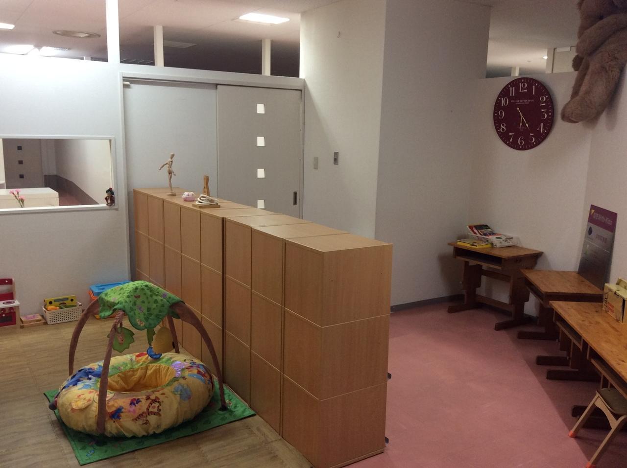 明るく解放感ある 託児スペース【貸し切り60分4,000円、 50㎡:最大10名(対象:0~5歳位のお子様)】