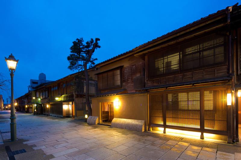 にし茶屋街の芸妓さんと行く! 「金沢」夜のまちなかめぐり