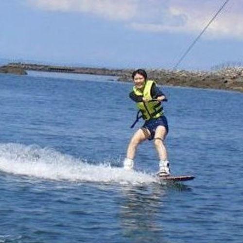 リミット★ ③ウェイクボード体験(水上バイクトーイング) 1名より受付