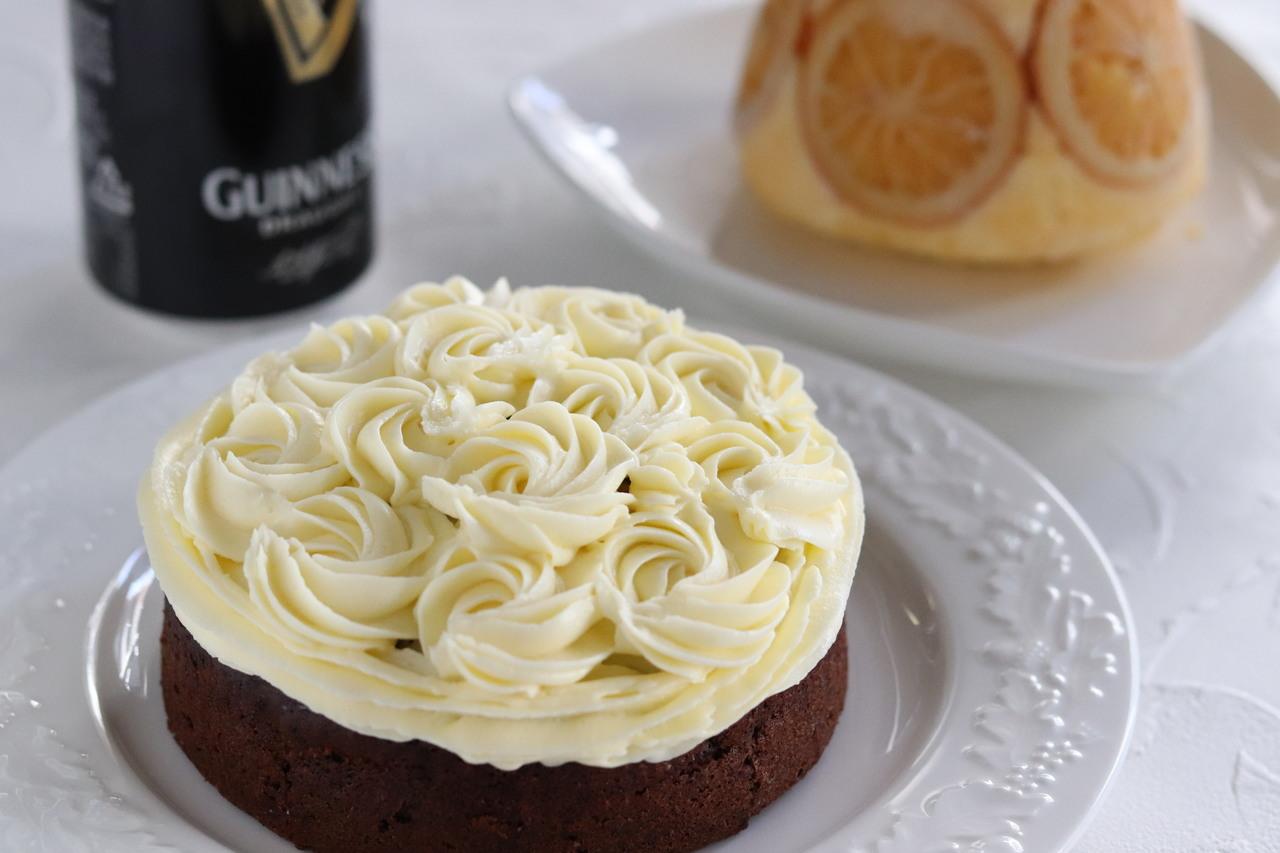 黒ビールチョコケーキ・オレンジスポンジプティング