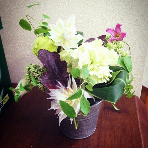 6月11日(木)フラワーアレンジメント講座~季節の生花でアレンジメント~