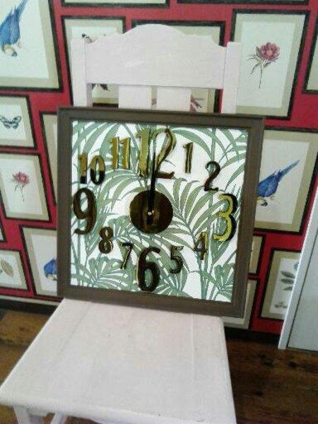 輸入壁紙を使った時計作りワークショップ